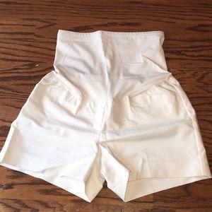 Pants - Gap off white maternity shorts 8